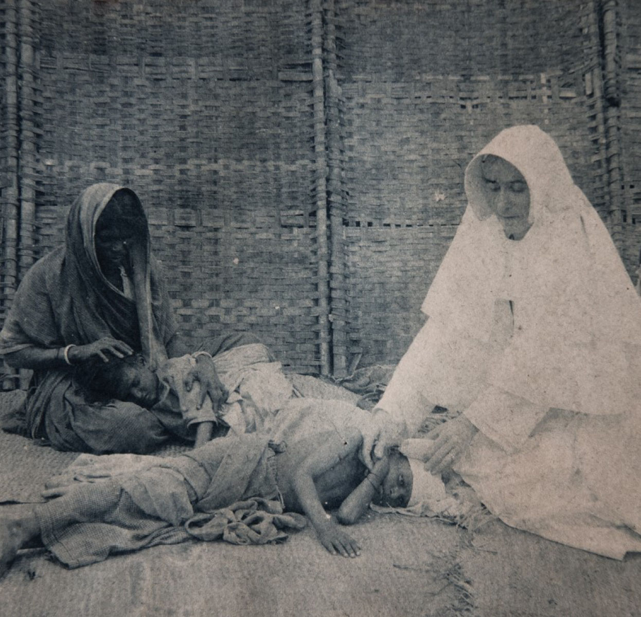 Dr Sr Mary Glowrey attends a patient, Guntur, India, c. 1920 (Photo courtesy: Mary Glowrey Collection)